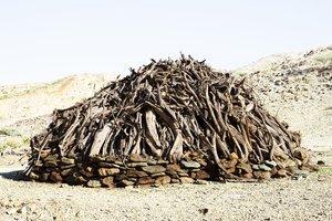 """#203 Sacred Site, maison, Namibie, 2008, 13°53'27"""" N 40°4'18"""" E, tirage 3/11, tirage pigmentaire sur papier Hahnemühle. Jacques Pugin Photographie Digital sur Papier"""
