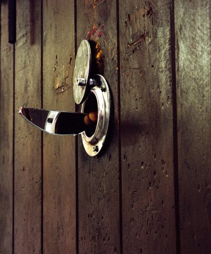 porte de cellule avec oeilleton prison saint michel de toulouse 2003 by dominique delpoux 2003. Black Bedroom Furniture Sets. Home Design Ideas