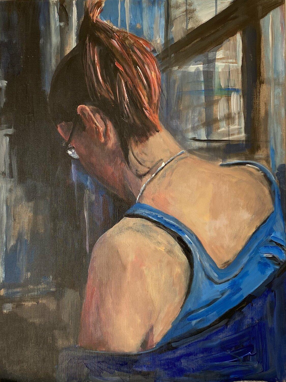 maria r akt auf blauem hintergrund